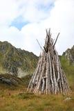 Madera del fuego del campo en las montañas Imagen de archivo