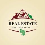 Madera del logotipo de las propiedades inmobiliarias