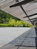 Madera del tejado en el jardín imágenes de archivo libres de regalías