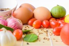 Madera del tomate del huevo de la comida Imágenes de archivo libres de regalías