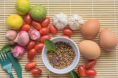 Madera del tomate del huevo de la comida de LemoneBackground orgánica Imagenes de archivo
