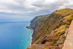 Madera, Ponta do Pargo - trillende klippenkust Royalty-vrije Stock Foto