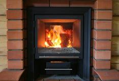 Madera que quema en horno de la sauna Fotos de archivo libres de regalías