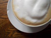 Madera saltada Latte Fotos de archivo libres de regalías