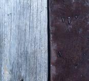 Madera y metal viejos del fondo Imágenes de archivo libres de regalías