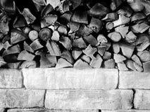 Madera y piedra Imágenes de archivo libres de regalías