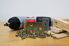 Madera y tornillos Fotos de archivo libres de regalías