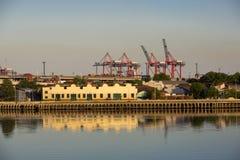 Madero kommersiell hamn med kranar, Argentina Royaltyfri Fotografi