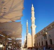 Madinah, Arabia Saudita marzo 2019, musulmani al quadrato della moschea di Maometto del profeta in Al-Munawarrah di Madinah La mo immagine stock