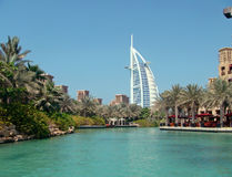 Madinat Jumeirah 3. The Burj Al Arab peeking out from behing the palm trees at the Madinat Jumeirah Stock Photo