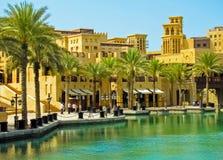 Madinat Jumeirah arabisk semesterort royaltyfria bilder