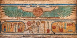 Madinet波布寺庙象形文字在卢克索 免版税库存图片