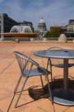 Madison i stadens centrum cityscape med statlig Kapitoliumbyggnad Arkivfoto