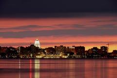 Madison i stadens centrum horisont Arkivfoton
