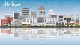 Madison Skyline avec Gray Buildings, le ciel bleu et les réflexions Images stock