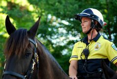 MADISON, WI - 31 de agosto de 2014: El oficial de patrulla montado Serves y protege Foto de archivo libre de regalías