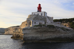 Madonetta latarnia morska, wejście zatoka Bonifacio, Południowy Corsica, Francja obraz royalty free