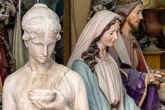 madonna和基督雕塑艺术家演播室关闭的 库存照片