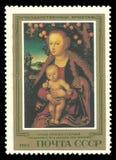 Madonna και παιδί κάτω από το δέντρο της Apple Στοκ εικόνες με δικαίωμα ελεύθερης χρήσης