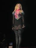 Madonna all'interno del concerto in tensione Fotografie Stock Libere da Diritti
