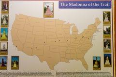 Madonna av slingagranitstatyn - en av 12 som pricker Arkivfoto