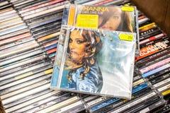Madonna cd albumowy ?wiat?o 1998 na pokazie dla sprzeda?y, s?awnego Ameryka?skiego muzyka i piosenkarza Ray, zdjęcia royalty free