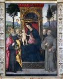 Madonna com a criança e os Saint fotografia de stock