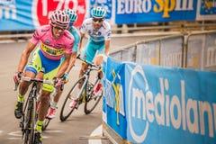 Madonna Di Campiglio, Ιταλία 24 maggio 2015  Ομάδα επαγγελματικών ποδηλατών με το Alberto Contador Στοκ Εικόνες