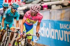 Madonna Di Campiglio, Ιταλία 24 maggio 2015  Ομάδα επαγγελματικών ποδηλατών με το Alberto Contador Στοκ φωτογραφίες με δικαίωμα ελεύθερης χρήσης