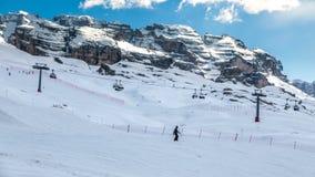 Madonna di Campiglio, Italia - 24 aprile 2017: Corsa con gli sci dell'uomo da Fotografia Stock Libera da Diritti