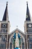 Madonna e iglesia católica Imágenes de archivo libres de regalías