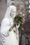 Madonna med blommor. Royaltyfri Fotografi