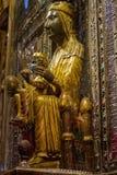 Madonna negro en la abadía benedictina Santa Maria de Montserrat Imagenes de archivo