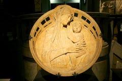 Madonna och barn, Tuscany, Siena, Italien royaltyfria foton