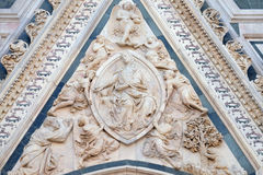 Madonna podpasanie, portal Florencja katedra zdjęcia stock