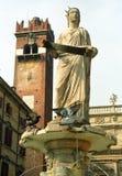 Madonna springbrunn, Milan, Italien Arkivfoton