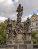 Madonna und Bernhardiner, Charles Bridge, Prag, Tschechische Republik stockfotografie