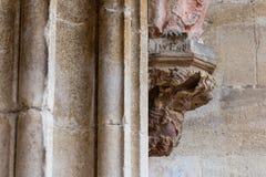 madonnacijfer aangaande oude kerkmuur Royalty-vrije Stock Foto