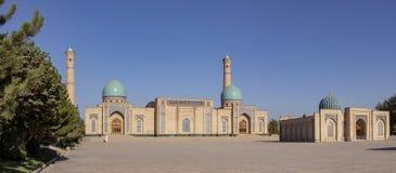Madrasa och moské i den gamla staden Tasjkent, Uzbekistan royaltyfri fotografi