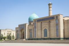 Madrasah de Barak Khan A imã Square Hazrati Imam de Hast é um religi foto de stock