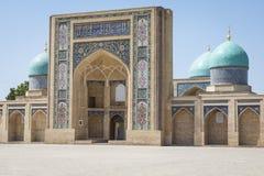 Madrasah de Barak Khan A imã Square Hazrati Imam de Hast é um religi imagens de stock royalty free