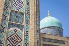 Madrasah de Barak Khan A imã Square Hazrati Imam de Hast é um religi fotografia de stock