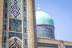 Madrasah de Barak Khan A imã Square Hazrati Imam de Hast é um religi fotos de stock royalty free