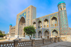 Madrasah Sher-Dor在Registan广场,一张侧视图 图库摄影