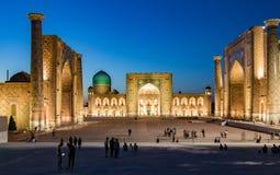 Madrassa i Samarkand på solnedgången Arkivbilder