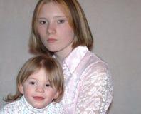Madre adolescente/hermanas Imagen de archivo