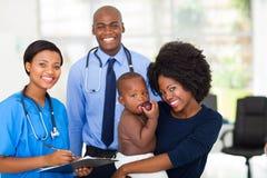 Doctor de bebé de la madre foto de archivo libre de regalías