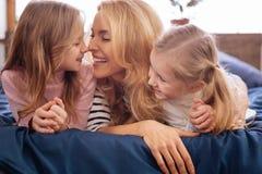 Madre alegre y su abarcamiento de los niños Fotos de archivo libres de regalías