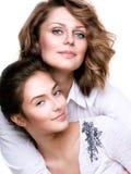 Madre atractiva e hija adolescente Fotos de archivo libres de regalías