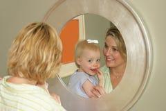 Madre cariñosa Foto de archivo libre de regalías